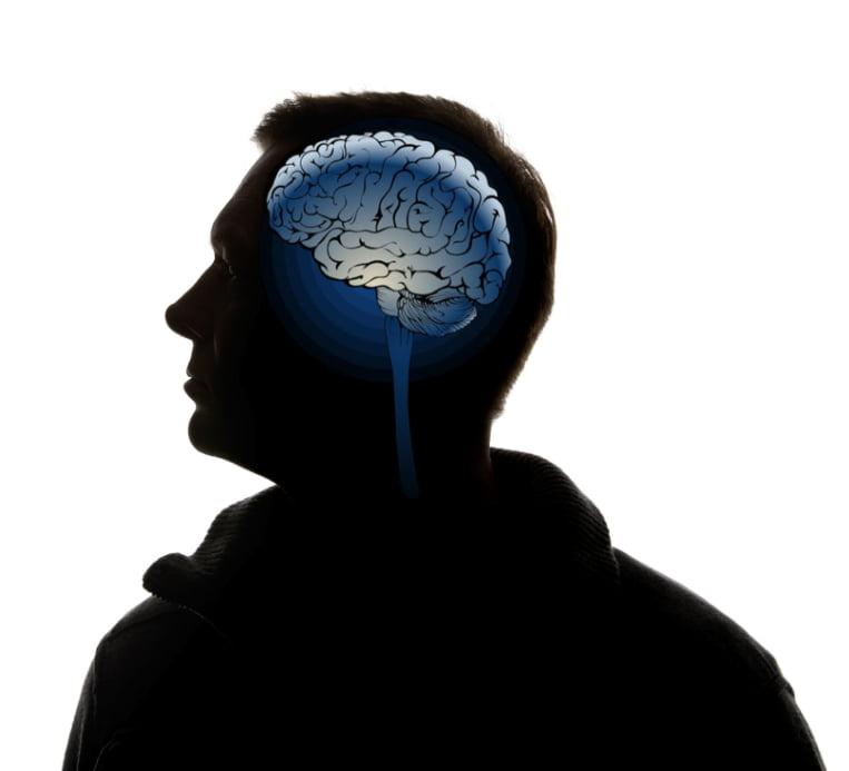 silueta persona con cerebro